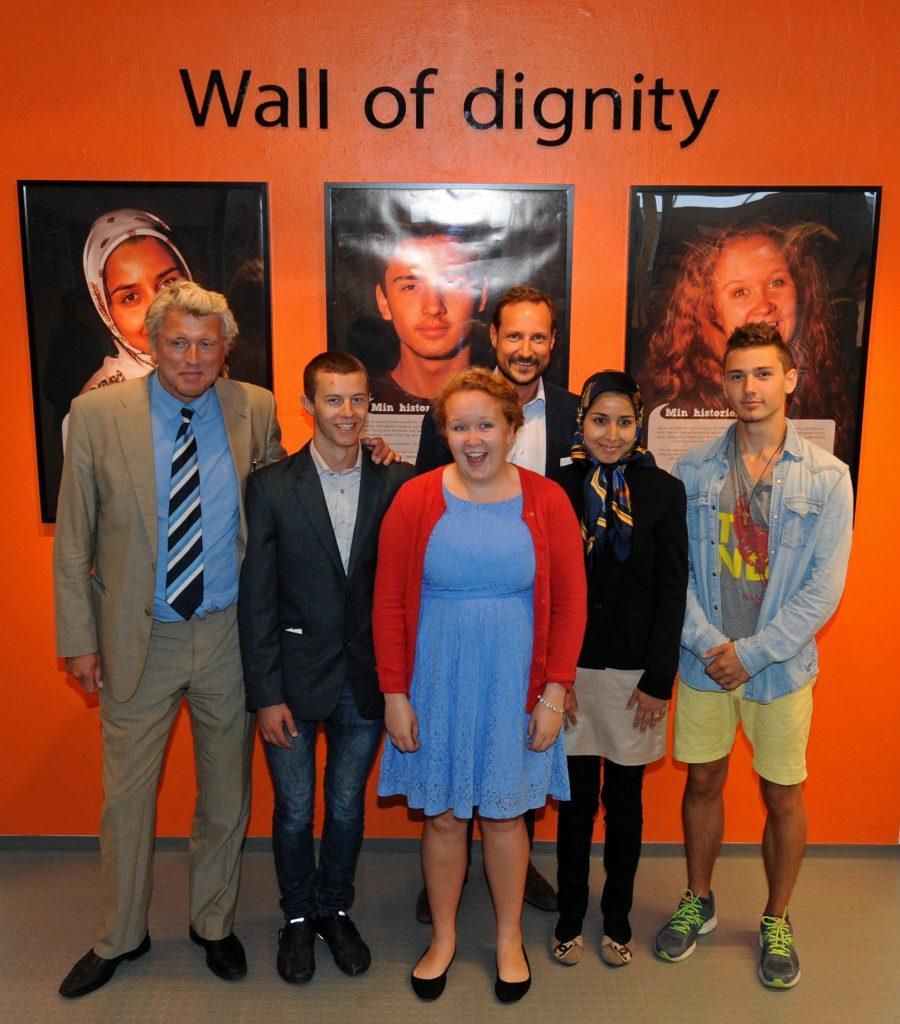Avdukingen av Wall of Dignity i 2014. Foto: Sven Gjeruldsen, Det kongelige hoff